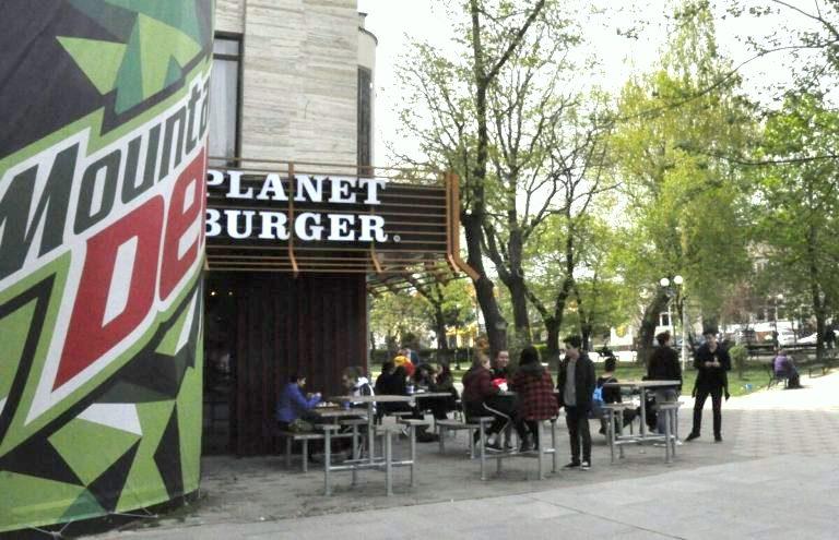 """Desteptarea: """"Planet Burger, un proiect de succes în Bacău"""""""